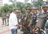 Film actor Shri Nana Patekar while interacting with the jawans at the Bihar Sector HQ.